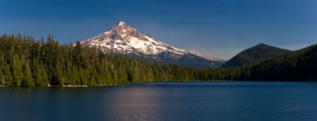 Beautiful panorama of Lost Lake and Mount Hood in summer, in the Columbia River Gorge area of the Cascade Mountains in Northern Oregon