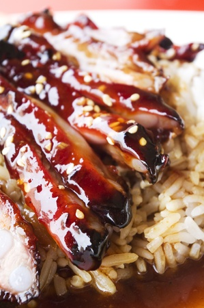barbecue ribs: costillas de cerdo barbacoa de estilo chino con arroz, popular en los pa�ses asi�ticos, tomada en Singapur.