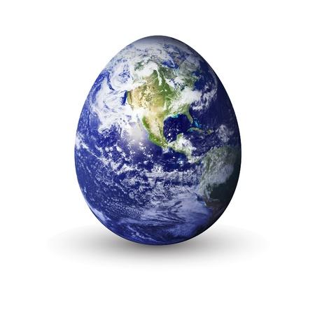 mundo contaminado: la tierra en forma de huevo, para transmitir una tierra fr�gil.