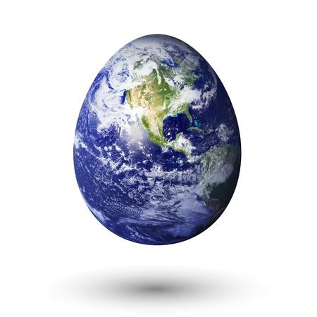 mundo contaminado: la tierra en forma de huevo, para transmitir una tierra frágil.