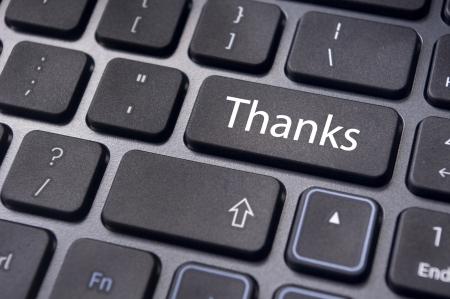 tecla enter: un mensaje en agradecimiento tecla enter del teclado. Foto de archivo