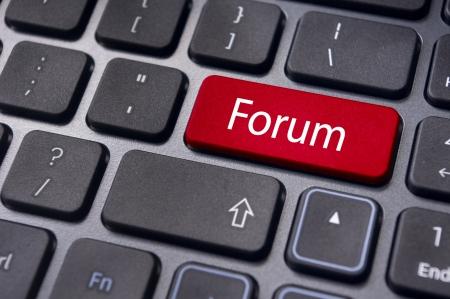 tecla enter: foro de debate, en línea o por Internet, una popular forma de comunicación en internet.