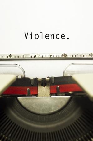 guardar silencio: concepto de la violencia, con el mensaje en mensaje de la m?ina de escribir.