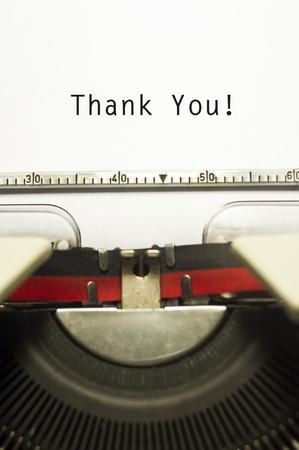 merci: merci message sur le papier de machine � �crire, pour les concepts d'appr�ciation.