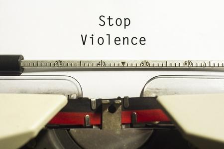 abuso sexual: concepto de dejar la violencia, con el mensaje en papel máquina de escribir.