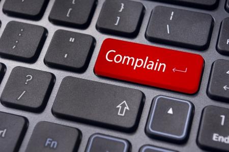 per illustrare servizio clienti poveri, con lamentano messaggio sulla tastiera.