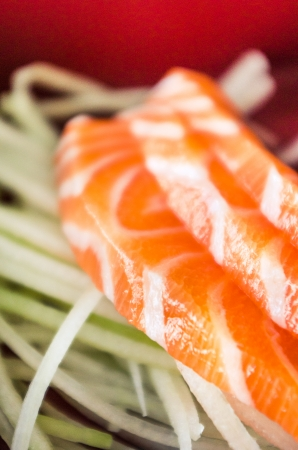 Japans eten, zalm in bento box. Stockfoto - 23117114