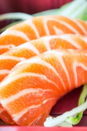 Japans eten, zalm in bento box. Stockfoto - 23117133