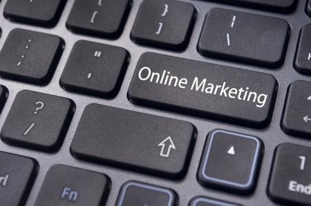 Online marketing of internet marketing concepten, met bericht op de Enter-toets van het toetsenbord. Stockfoto - 23192858