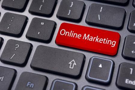Online marketing of internet marketing concepten, met bericht op de Enter-toets van het toetsenbord. Stockfoto - 23192859