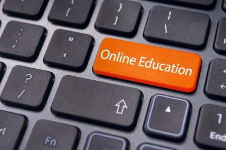 Concepten van online onderwijs, met bericht op de Enter-toets van het toetsenbord. Stockfoto - 23192865