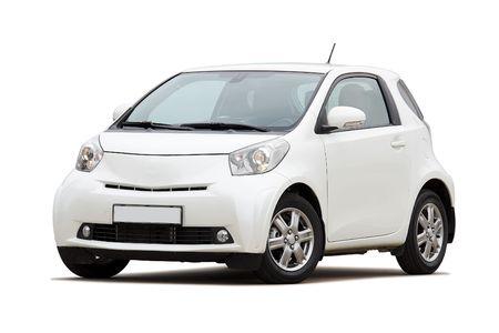 3 / 4 vooraanzicht van ultracompacte stadsauto op wit wordt geïsoleerd
