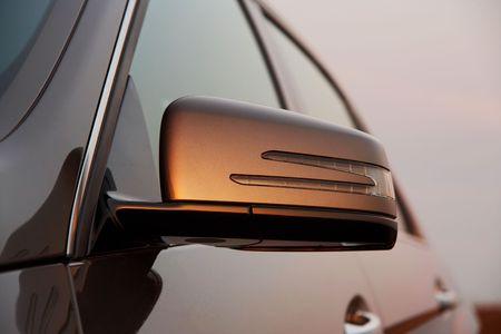 rear view mirror: Portarretrato de espejo retrovisor del coche  Foto de archivo
