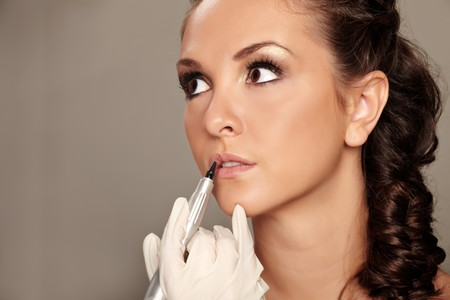 makeup applying: Professional permanent makeup applying