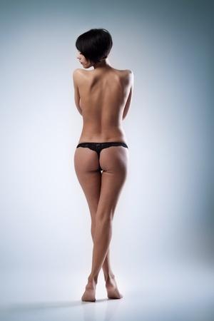 mujeres eroticas: Mujer hermosa joven sobre fondo azul