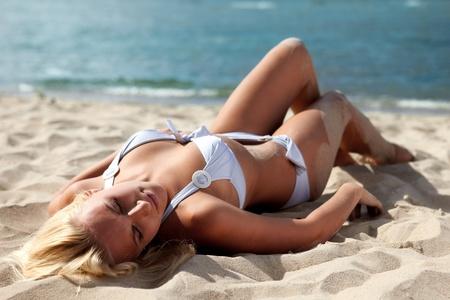 beach babe: Sexy blond girl posing on a beach