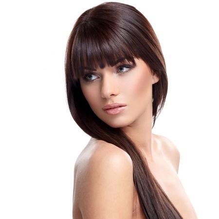 modelos desnudas: Retrato del modelo femenino hermoso en el fondo blanco