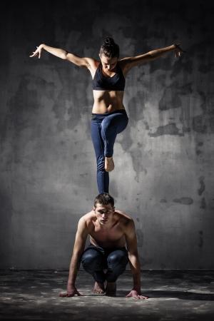 Mann und Frau in leidenschaftlicher Tanzpose Standard-Bild - 17796541