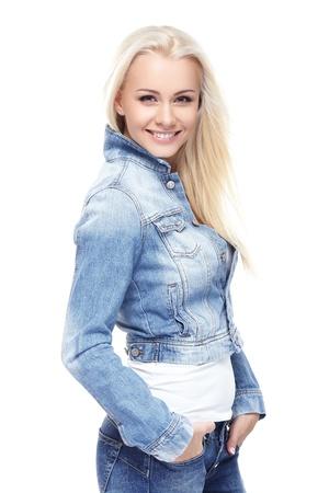 Jonge sexy blonde vrouw in jeans jas geïsoleerd op wit