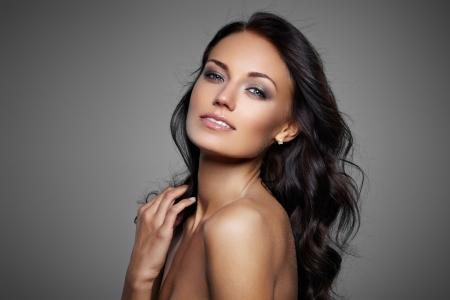 fille nue sexy: Portrait de la belle modèle féminin Banque d'images