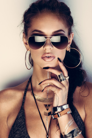 Glamorous young woman with flash tattoos in sunglasses Stockfoto