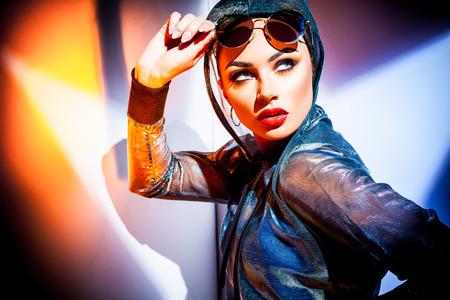 Portrait de femme à la mode Banque d'images - 83285711