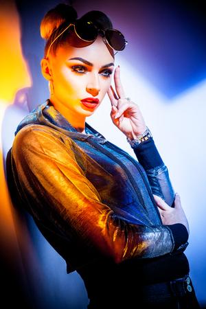Portrait de femme à la mode Banque d'images - 84598009
