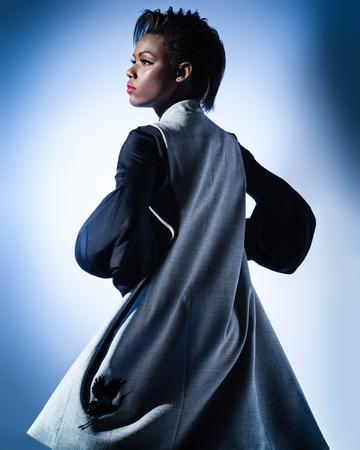 Portrait de femme à la mode Banque d'images - 93124138