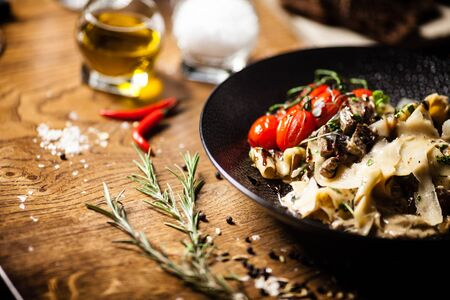 Black Angus pappardelle pasta with beef, champignon and parmegano cheese 免版税图像
