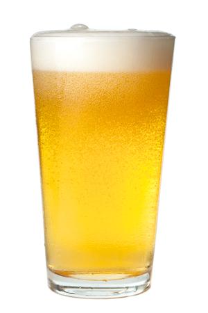 vasos de cerveza: Pinta de cerveza en blanco