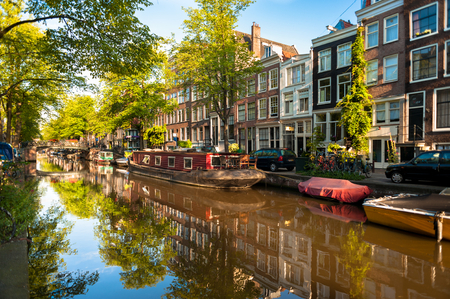 Houseboat on Amsterdam Canal 스톡 콘텐츠