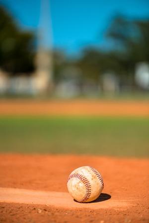 pelota de beisbol: B�isbol en el mont�n de jarras Foto de archivo