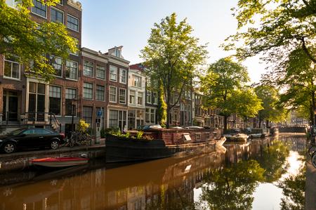 Houseboat on Amsterdam Canal Zdjęcie Seryjne