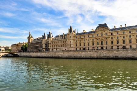 View across the Seine River Paris France with The Conciergerie and Palace of Justice Publikacyjne