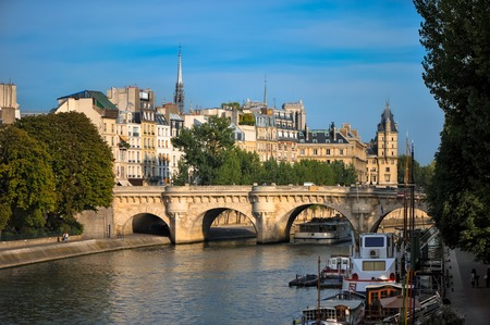 View across the Seine River Paris France with Ponte Neuf  and ile de le cite Zdjęcie Seryjne