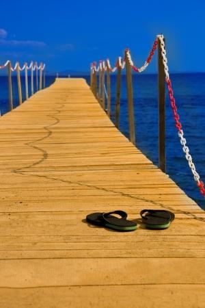 peer to peer: zapatillas en consept pares de madera de ir de vacaciones