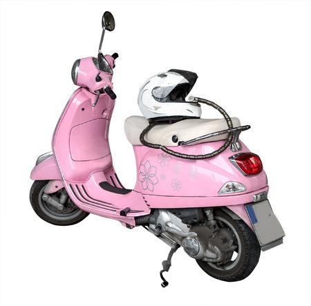 niño parado: Vista delantera de la motocicleta de color rosa y un casco aislado en un fondo blanco