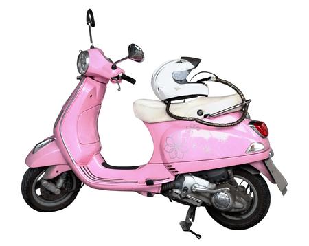 niño parado: motocicleta de color rosa y un casco aislado en un fondo blanco