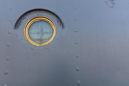 Oorlogskip metalen stuurbord en raam. Stockfoto