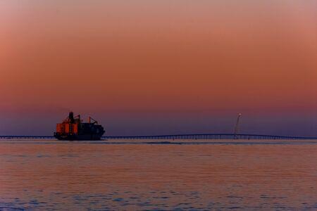 Beautiful seascape of Persian Gulf and Sheikh Jaber Al-Ahmad Al-Sabah Causeway 版權商用圖片
