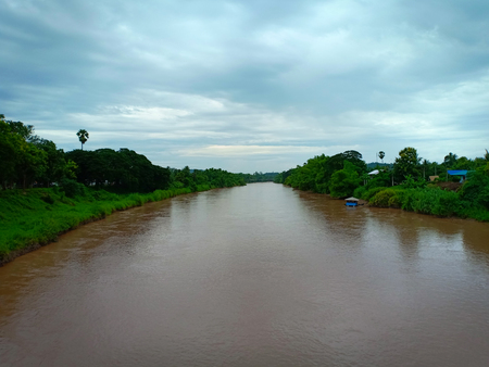 Turbid water river. Banque d'images