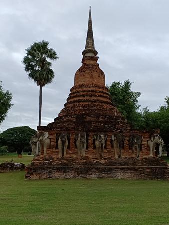 Elephant around pagoda. Banque d'images