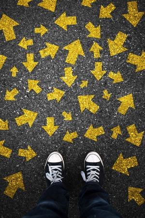 flecha direccion: Flechas inestables en el asfalto