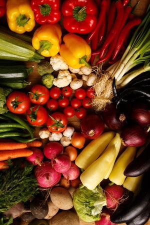 Gezonde biologische groenten op een houten achtergrond Stockfoto