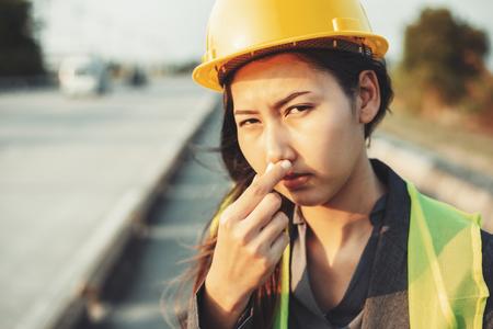 Women's hand holding medical inhalant smelling salt. A women wear safety helmet at site construction. 写真素材 - 122677798