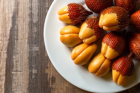 Salak fruit, Salacca zalacca in dish on the table. 写真素材 - 122677809