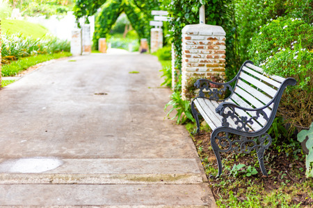 bench at garden in the parks. 写真素材 - 122677838