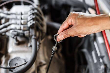 Man checking oil in his car using dipstick. Stockfoto
