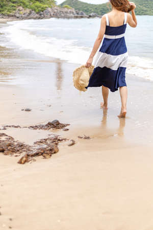 Happy young girl walking on the beach. Summer travel, vocation, holiday concept. Stockfoto