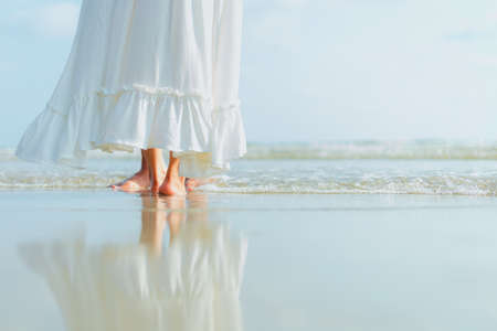 foot of romantic time loving couple dance on the beach. Love travel concept. Honeymoon concept. Banque d'images